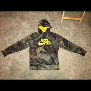 Nike SB camo Hoodie w/yellow logo size Large